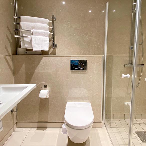 badrumsrenovering med badrumsmoduler ( luftad konstruktion )